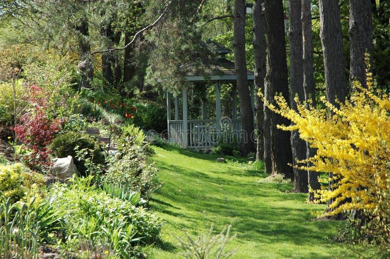 trädgårds- gazebo arkivbild