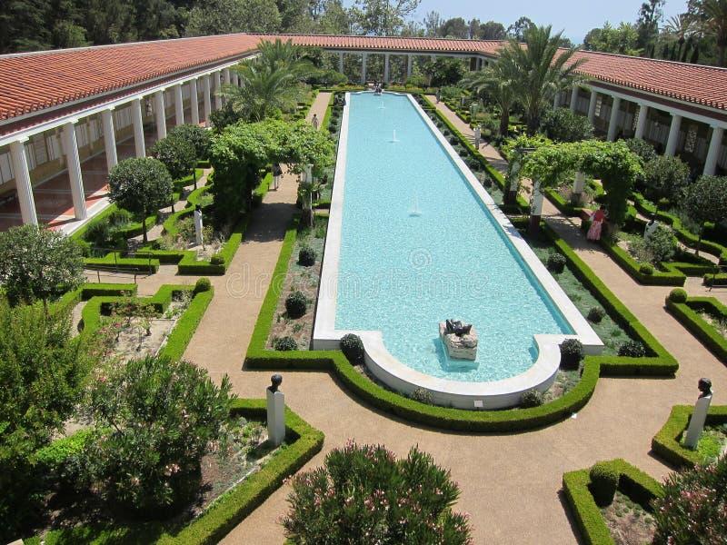 trädgårds- gettyvilla arkivbild