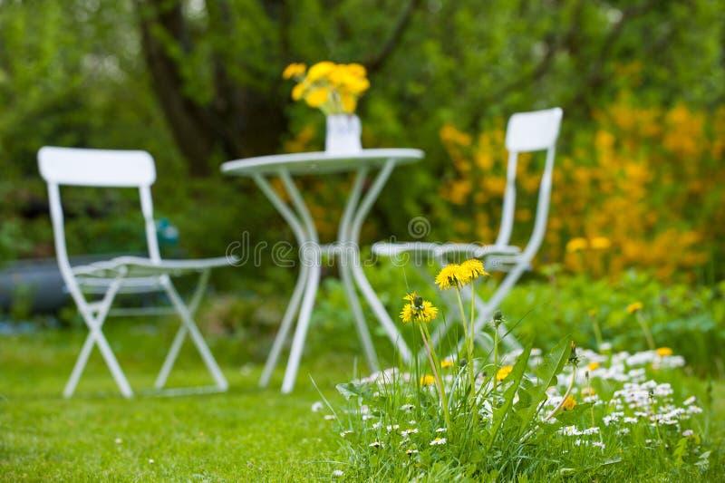 Trädgårds- idyll arkivbild