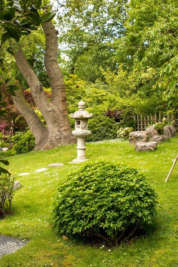 trädgårds- japansk liggande arkivbilder