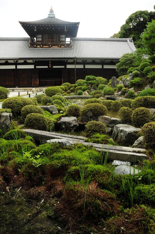 trädgårds- japanskt tempel arkivfoto