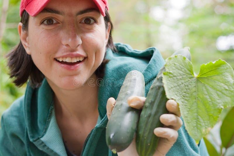 trädgårds- kvinnabarn arkivfoto
