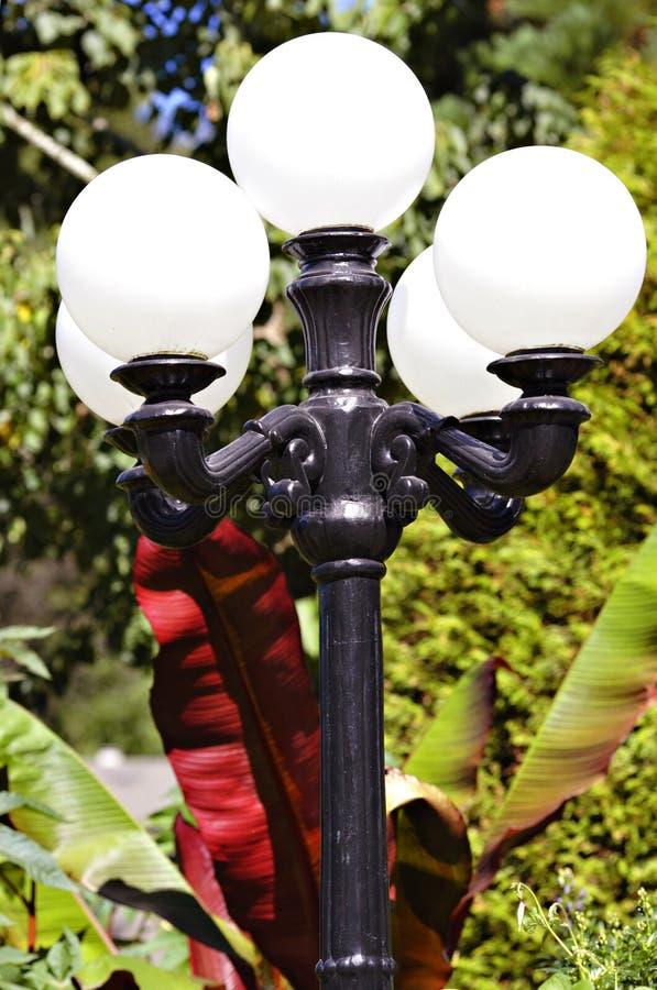 trädgårds- lampa royaltyfri bild