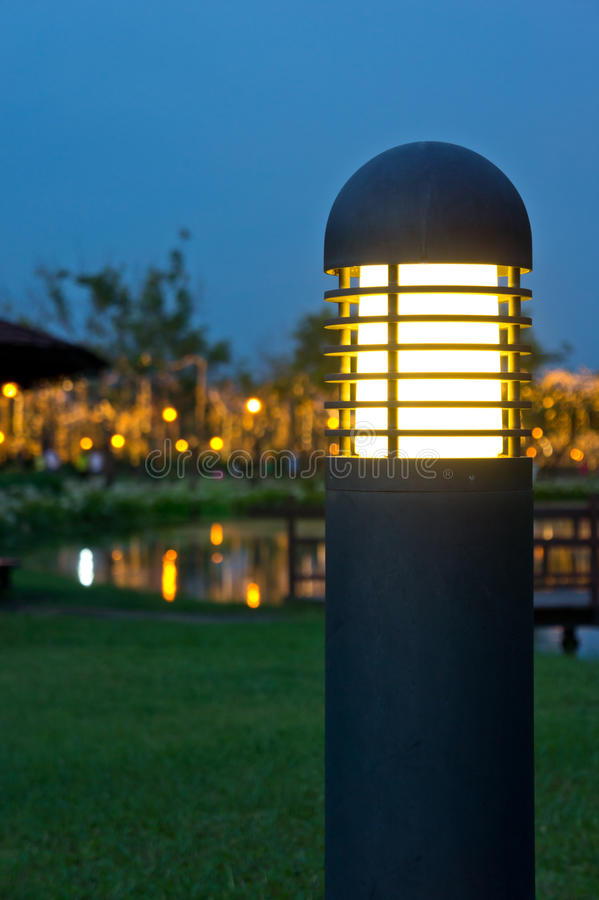 trädgårds- ljus pol arkivbild