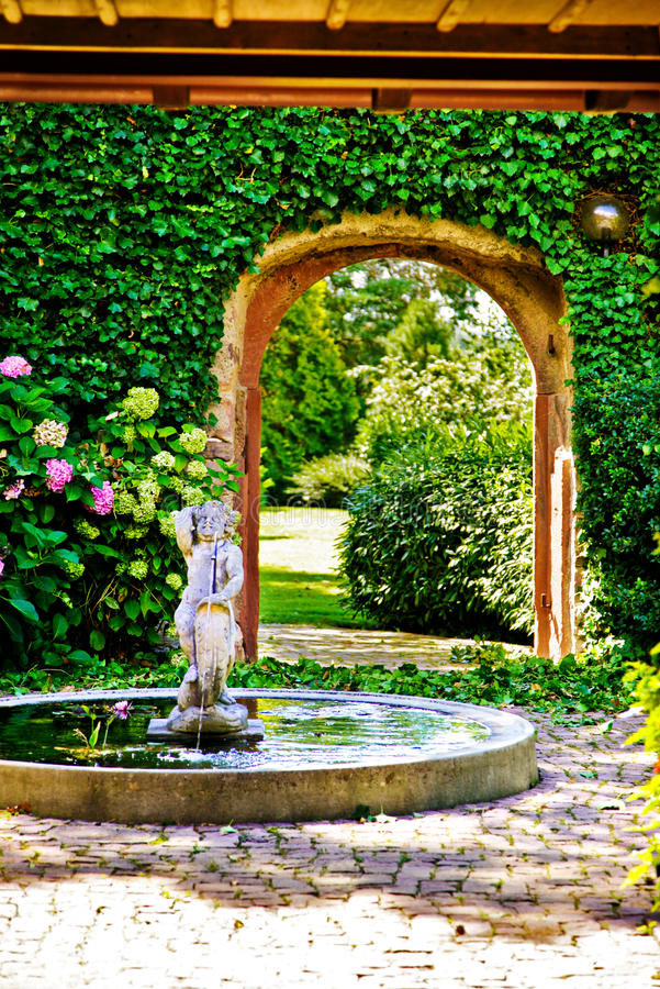 trädgårds- lyx för staket royaltyfri foto