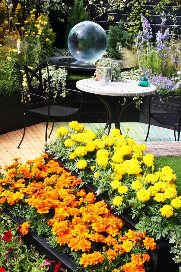 trädgårds- modernt royaltyfria foton
