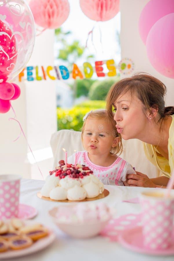 Trädgårds- parti s-födelsedag för för dottern ' royaltyfria bilder
