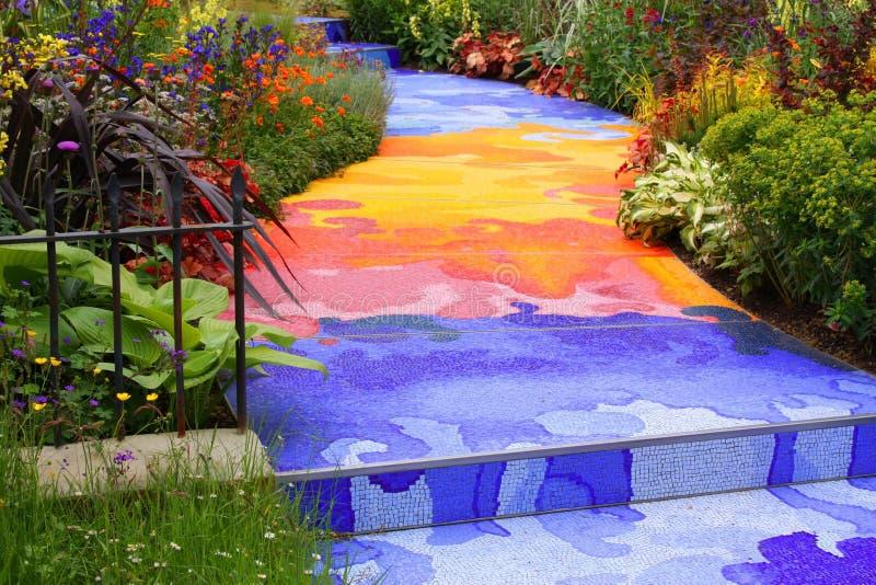 trädgårds- regnbåge arkivbild