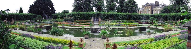 trädgårds- sjunket royaltyfri fotografi