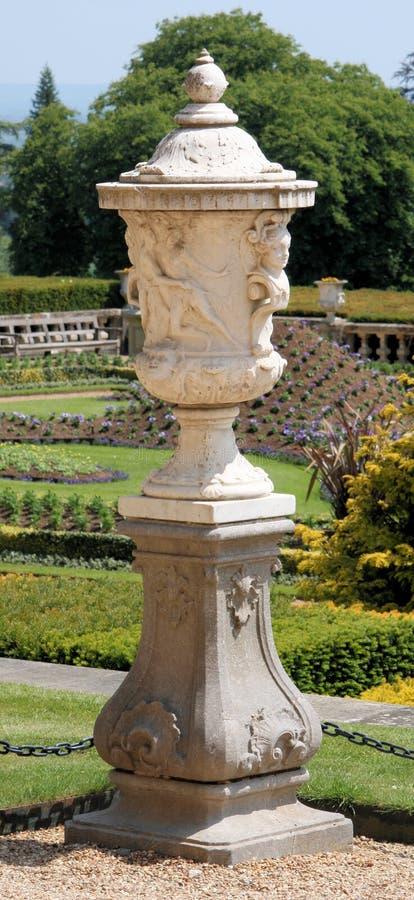 trädgårds- urn 2 arkivbild
