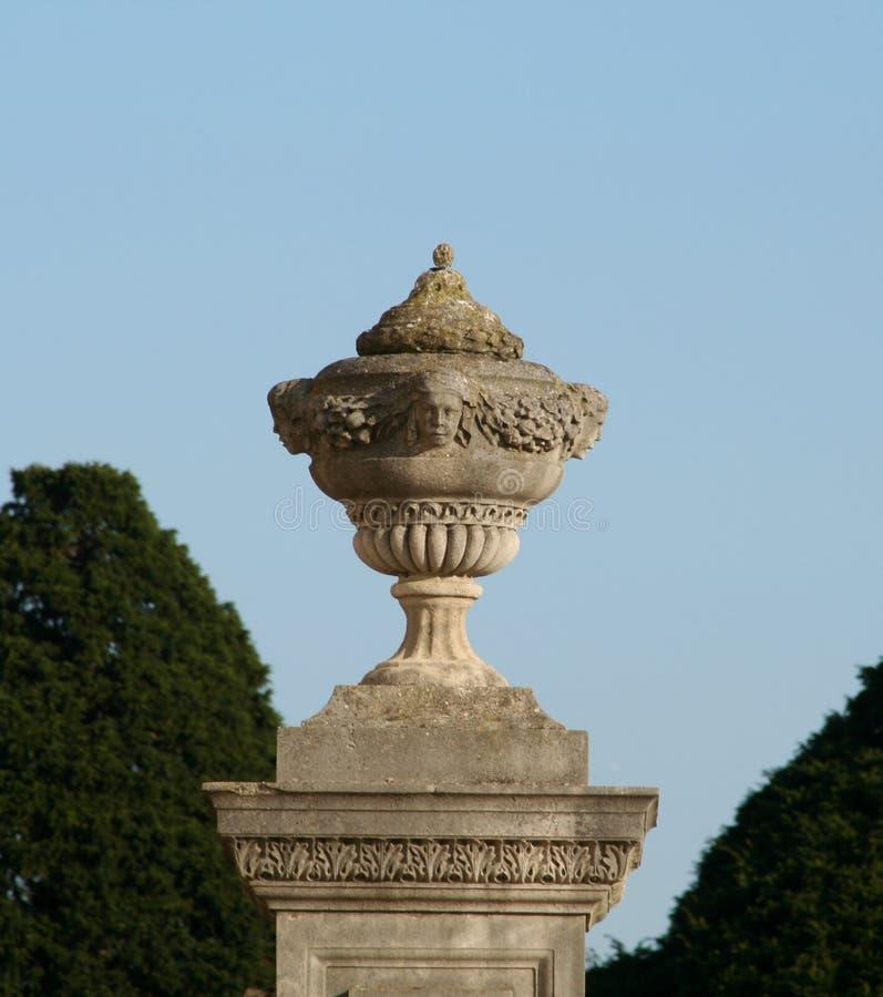 trädgårds- urn arkivfoto