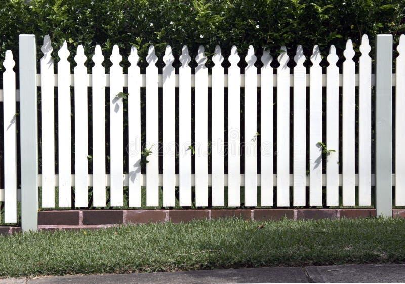 trädgårds- white för staket fotografering för bildbyråer