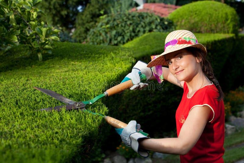trädgårdsmästarekvinna royaltyfri foto