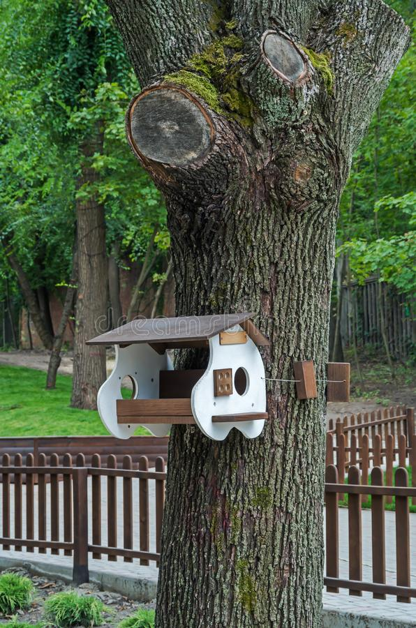 trädhus för fåglarna, gladlynta apartmen arkivfoto