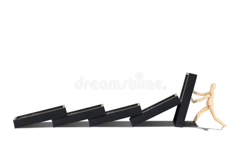 Trädiagram skyltdocka att skydda den isolerade raden av dominobrickor som missar på vit bakgrund royaltyfri foto