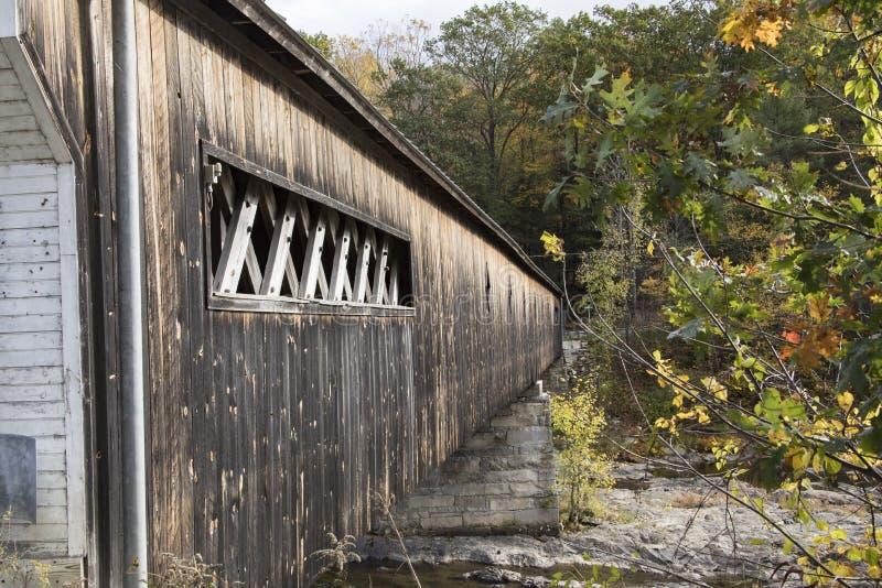 Trädold bro i Vermont royaltyfri fotografi