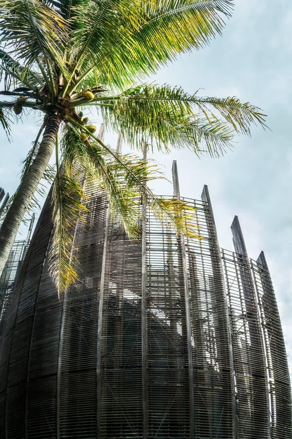 Träets- och stålstruktur vid kulturcentret i Tjibaou i Noumea arkivfoto
