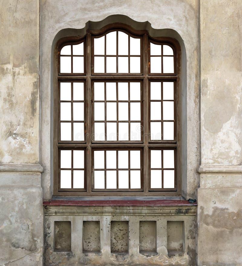 Träfönstret av den gamla förstörda kyrkan royaltyfri bild