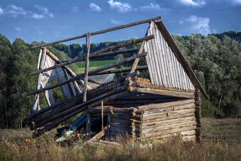 träförstört hus royaltyfri fotografi