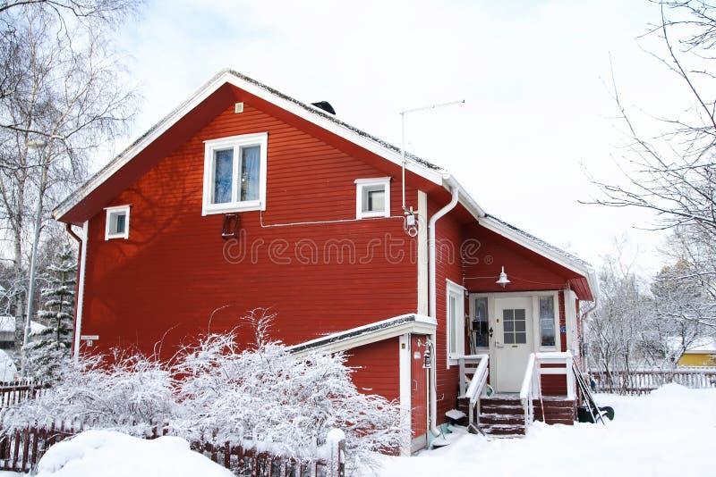 träfinlandssvenskt hus fotografering för bildbyråer