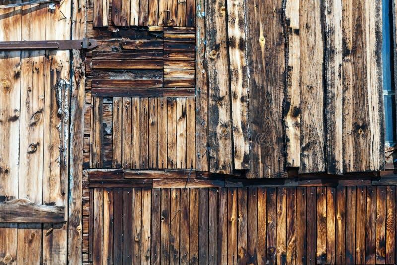 trägammal ungefärlig vägg arkivbild