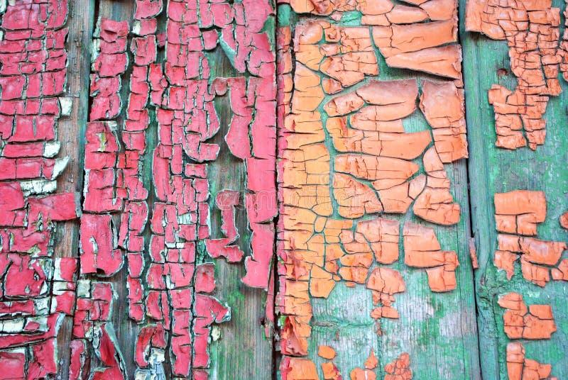 Trägammal yttersida målade med röd och för sepia sjaskig målarfärg för turkos, royaltyfria bilder