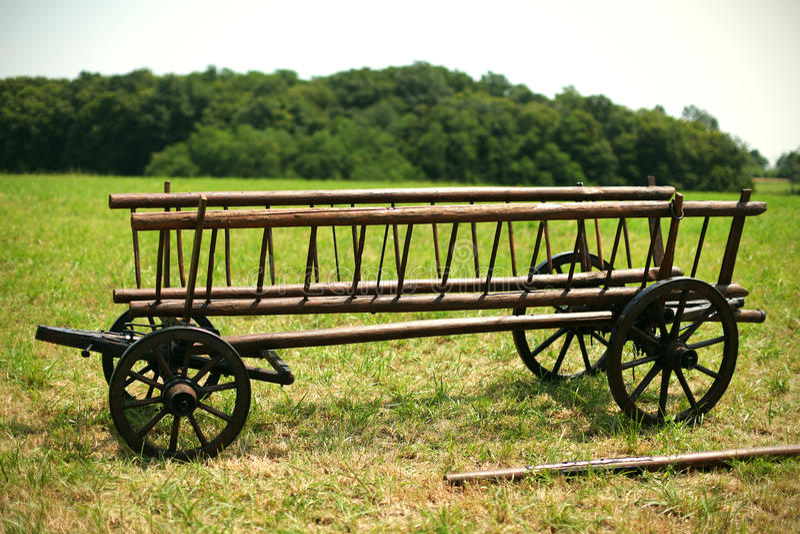 Trähövagn för jordbruks- bruk på lantgården fotografering för bildbyråer