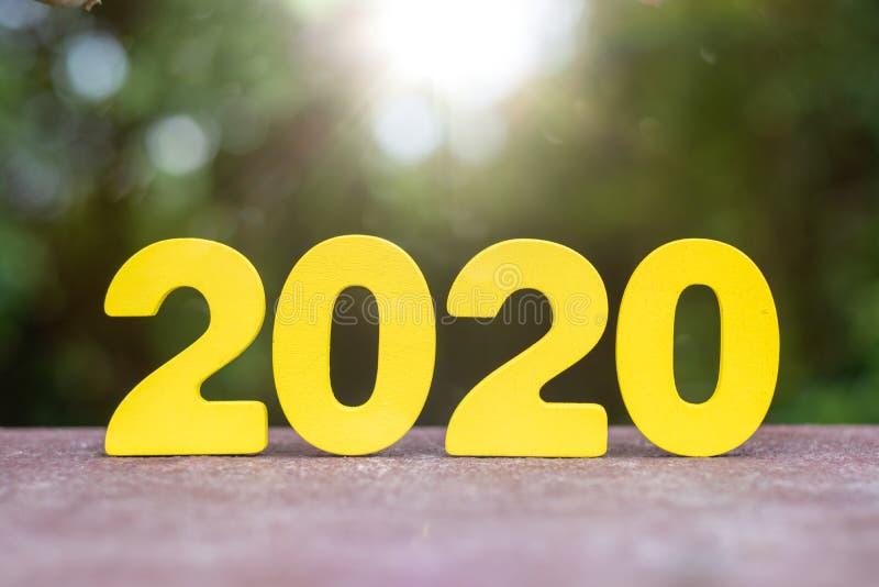 Trähandgjorda 2020 nummer på tabellen royaltyfria bilder