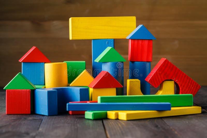 Trähus (bostadslånbegreppet) fotografering för bildbyråer