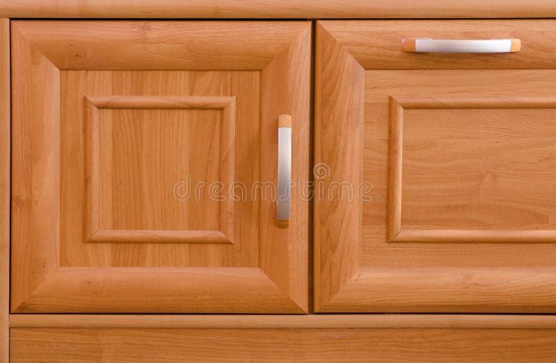 Träkabineda dörrar arkivfoton