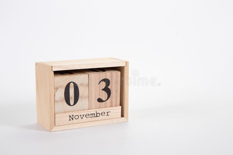 Träkalender November 03 på en vit bakgrund arkivbild