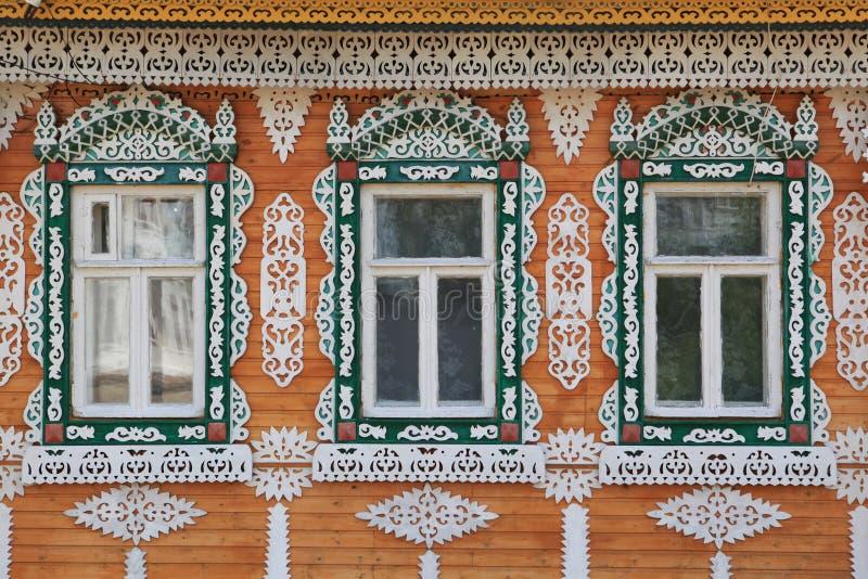 Träklippning på Windows av Ryssland royaltyfria foton