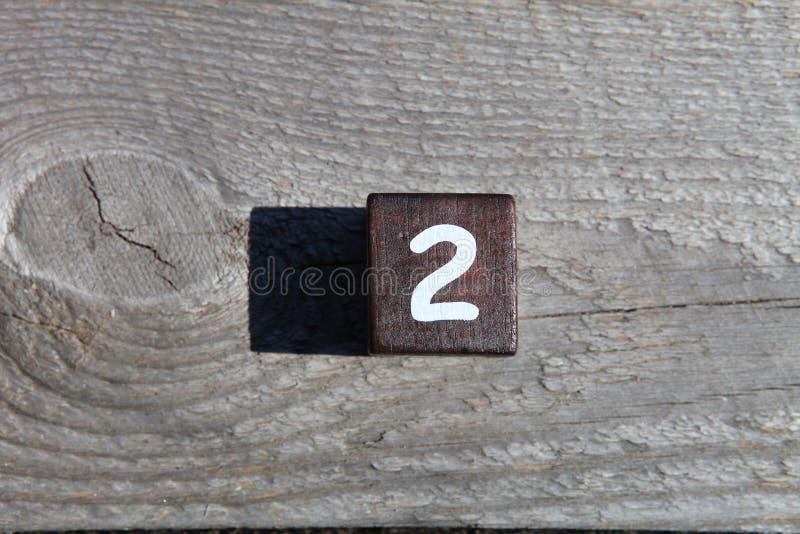 Träkub med numret två royaltyfria bilder