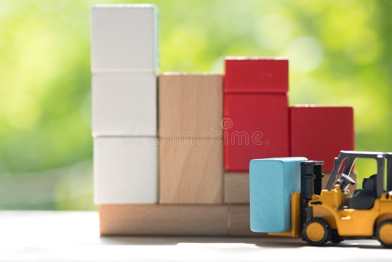 Träkvarter för mini- gaffeltruckpåfyllning royaltyfri bild
