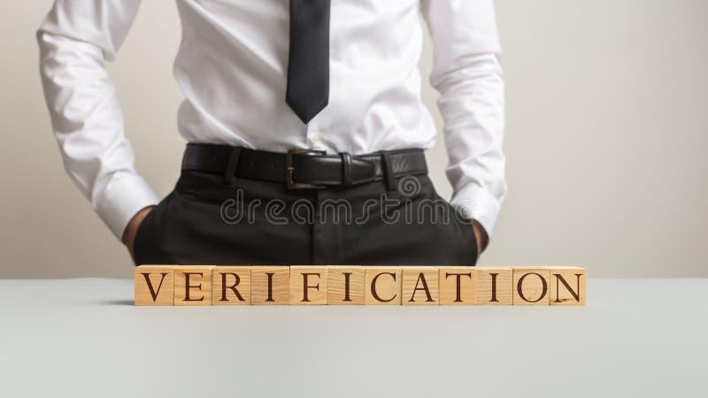 Träkvarter som stavar verifikation royaltyfria bilder