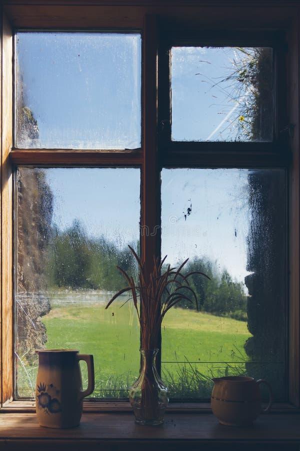 Trälantligt fönster royaltyfri foto