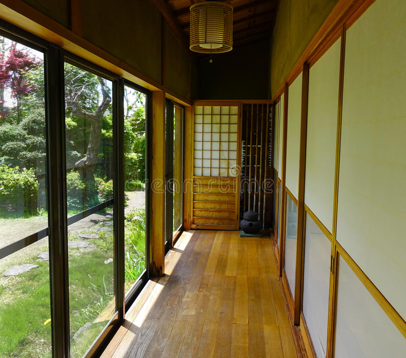 Trälobby på ett japanskt hus arkivfoto