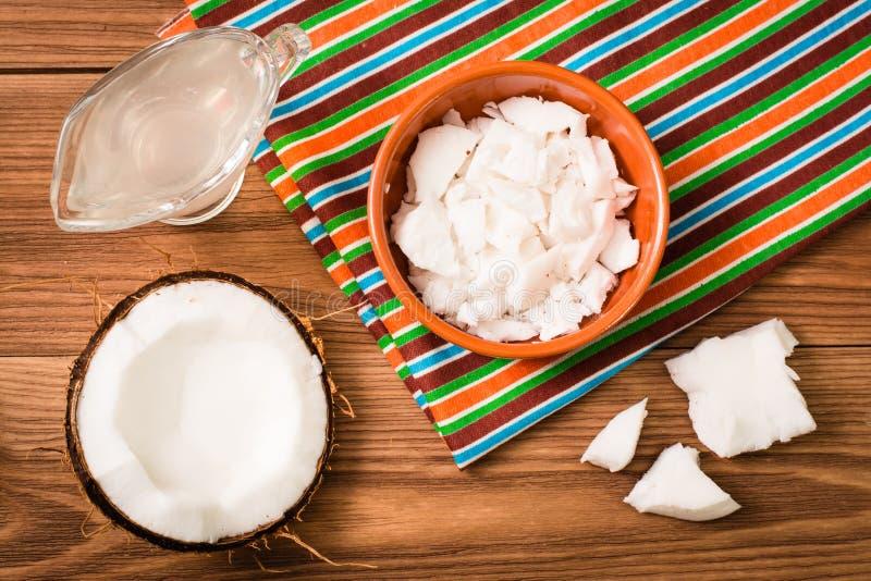 Trämassa av kokosnöten och kokosnöten mjölkar royaltyfri fotografi