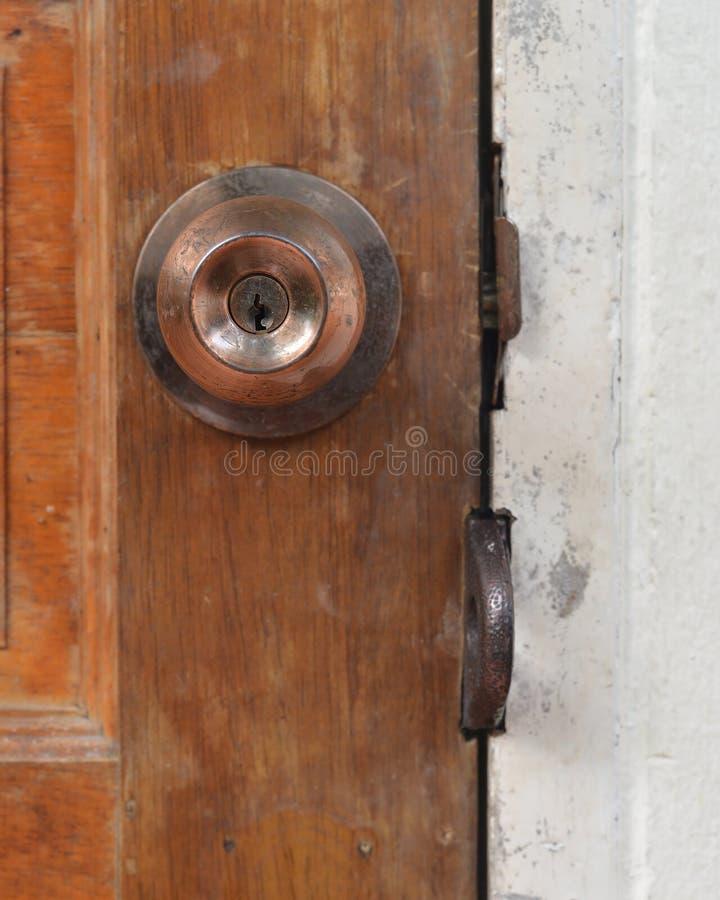 trämetall för dörrhandtag royaltyfria bilder