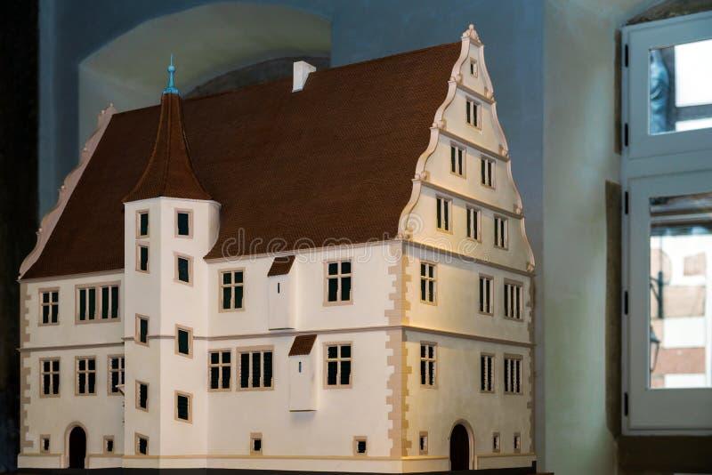 Träminiatyrmodellen av traditionellt alsacien huset arkivbild