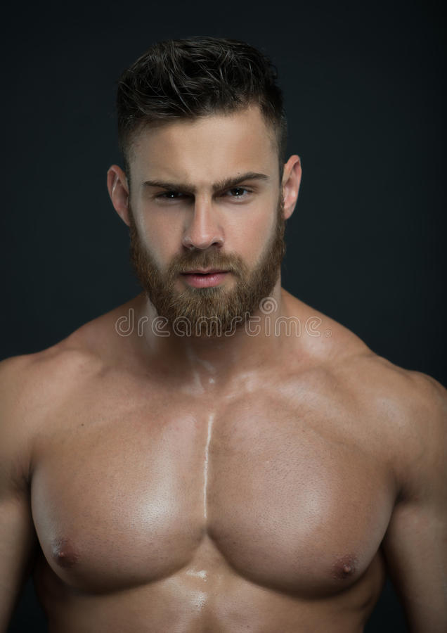 Tränga sig in manlig modell Konstantin Kamynin arkivbilder