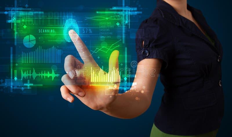 Trängande modern teknologipanel för ung affärskvinna med fingret arkivbild