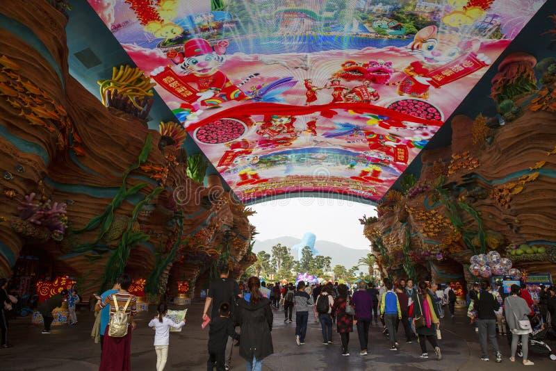 Trängde ihop handelsresande i det Chimelong havkungariket, Zhuhai, Kina arkivfoton
