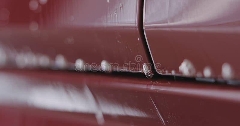 Tränken rotes Waschanlageshampoo der Nahaufnahme lizenzfreie stockfotografie