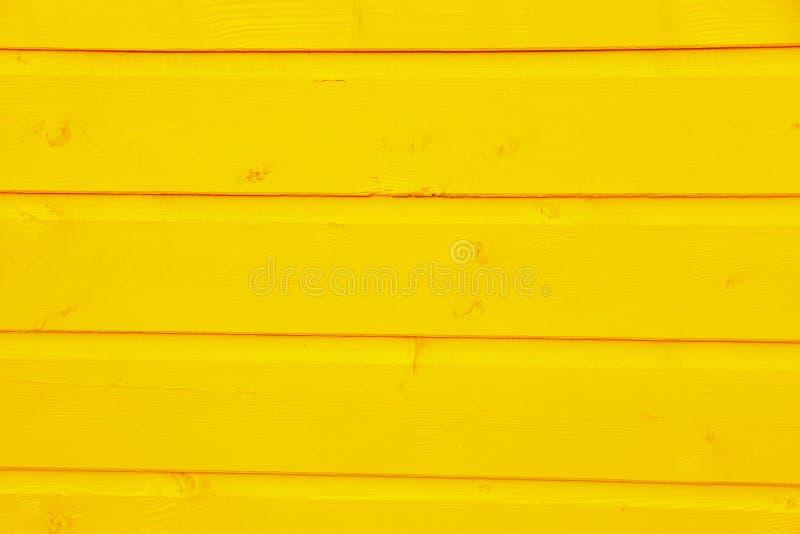 Träplankor av trä målad guling fotografering för bildbyråer