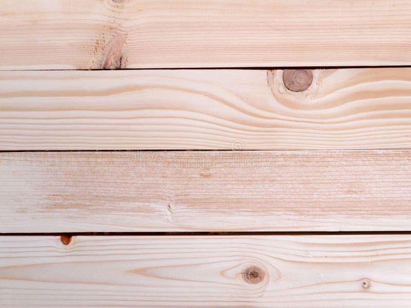 Träplankor med fnuren arkivbild