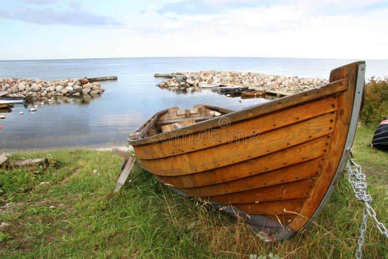 Download Träroddbåt arkivfoto. Bild av antikviteten, gammalt, fisk - 247572