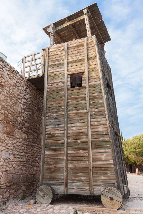 TräRoman Siege Tower near stenfästning royaltyfri fotografi