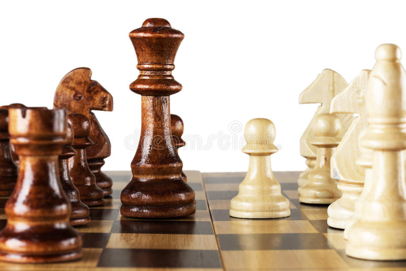 Träschack på schackbräde arkivbild