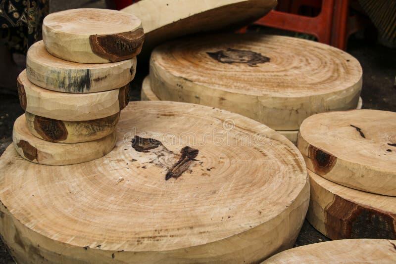 Träskärbrädor av rund form, olika format royaltyfria foton